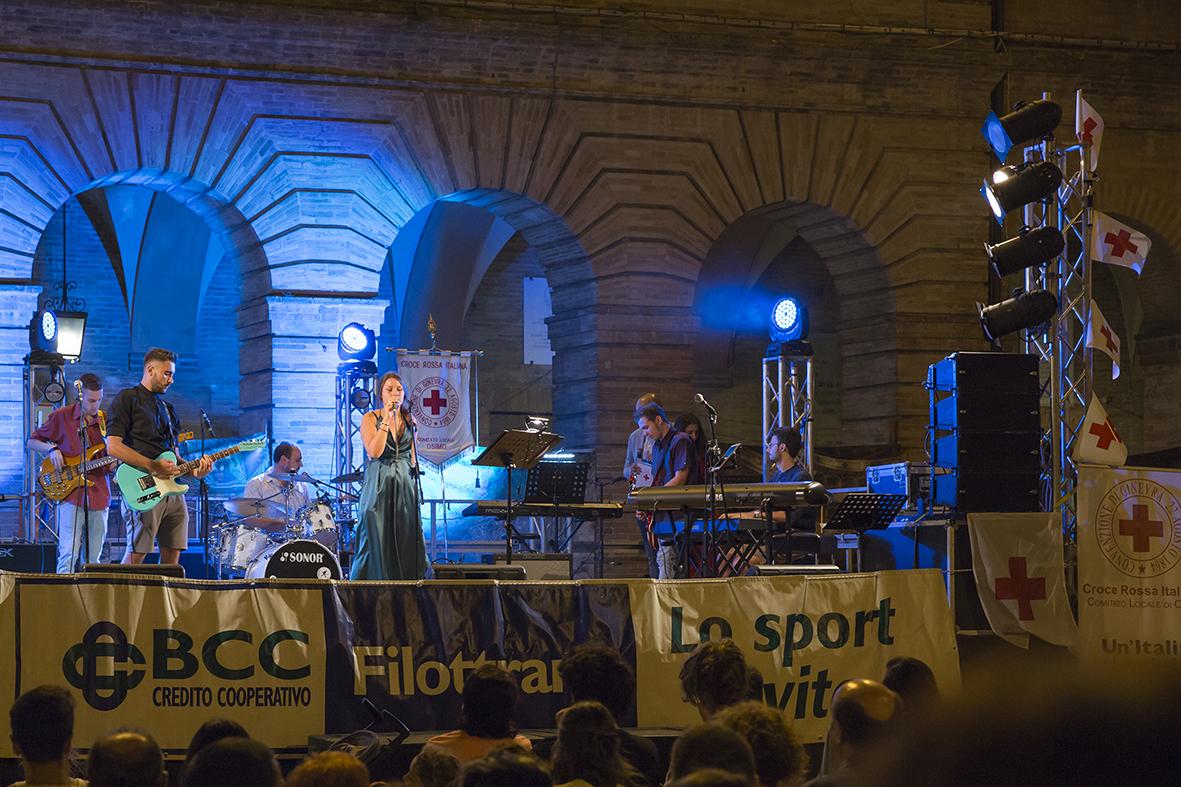 Una voce per la Croce Rossa: musica e beneficenza affollano il centro storico di Osimo